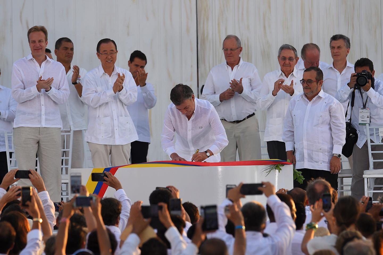 web-santos-colombia-peace-firmaacuerdopazjuan-pablo-bello-sig