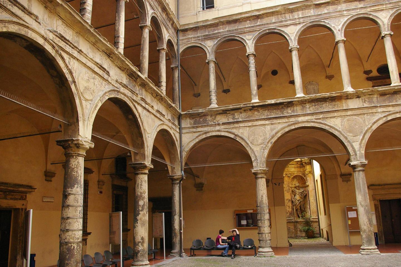 Fundada en 1088, recibió su certificación pontificia en 1189, de manos del Papa Clemente III.