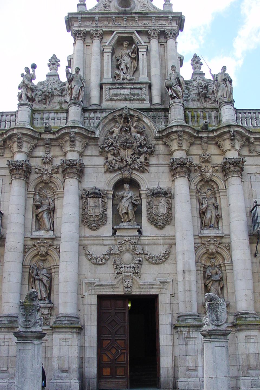 Fundada en 1241, recibió su certificación pontificia en 1346, de manos del Papa Clemente VI.