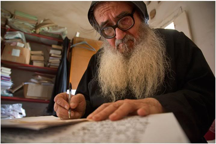 El padre Khawand,  que en mayo cumplirá 80 años, ha sido uno de los más prestigiosos biblistas y liturgias de la Iglesia maronita.