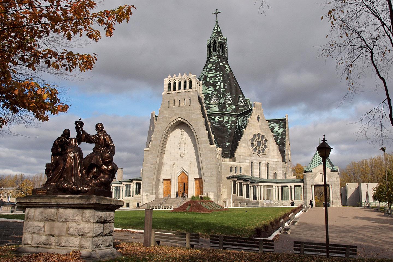 La historia de la Basílica de Nuestra Señora del Cabo (Notre-Dame-Du-Cap), en el Cabo de la Magdalena, en Quebec, se puede contar a partir de tres milagros.