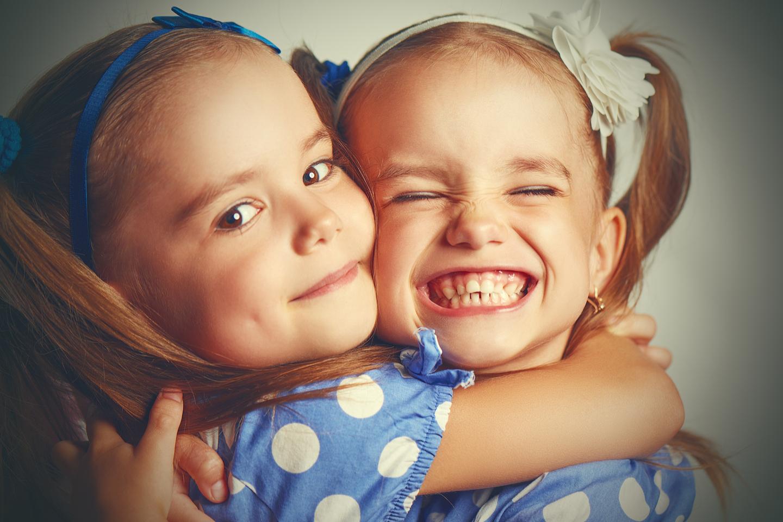 web-siblings-brothers-shutterstock_298076636-evgeny-atamanenko-ai