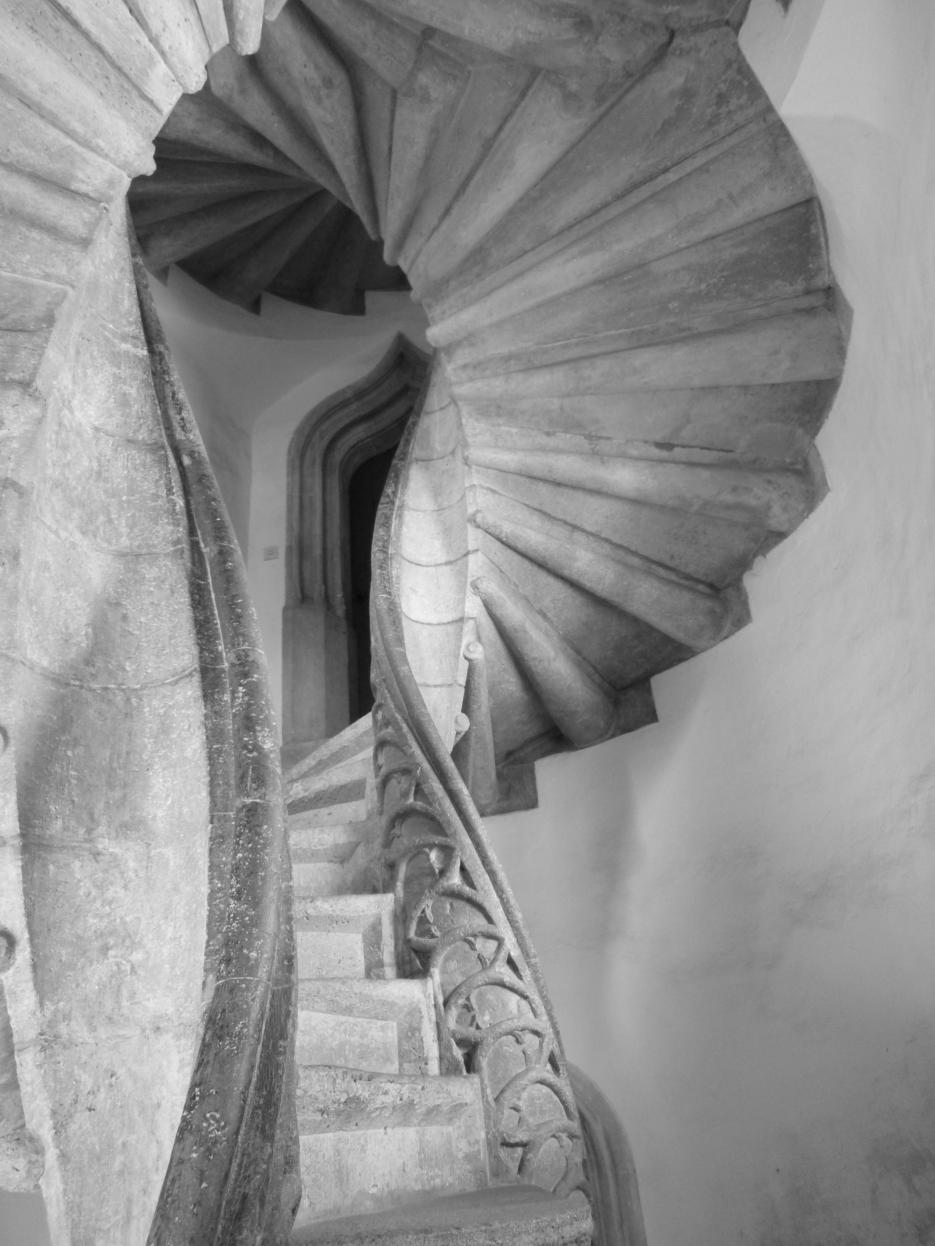 """La gente de la localidad las han apodado Las Escaleras de la Reconciliación porque, si bien van por caminos separados"""", eventualmente terminan reuniéndose. Curiosamente, no se sabe el nombre del arquitecto que las diseñó.  Fotografía de Von E.mil.mil (talk) - Eigenes Werk, CC BY-SA 3.0 at-"""