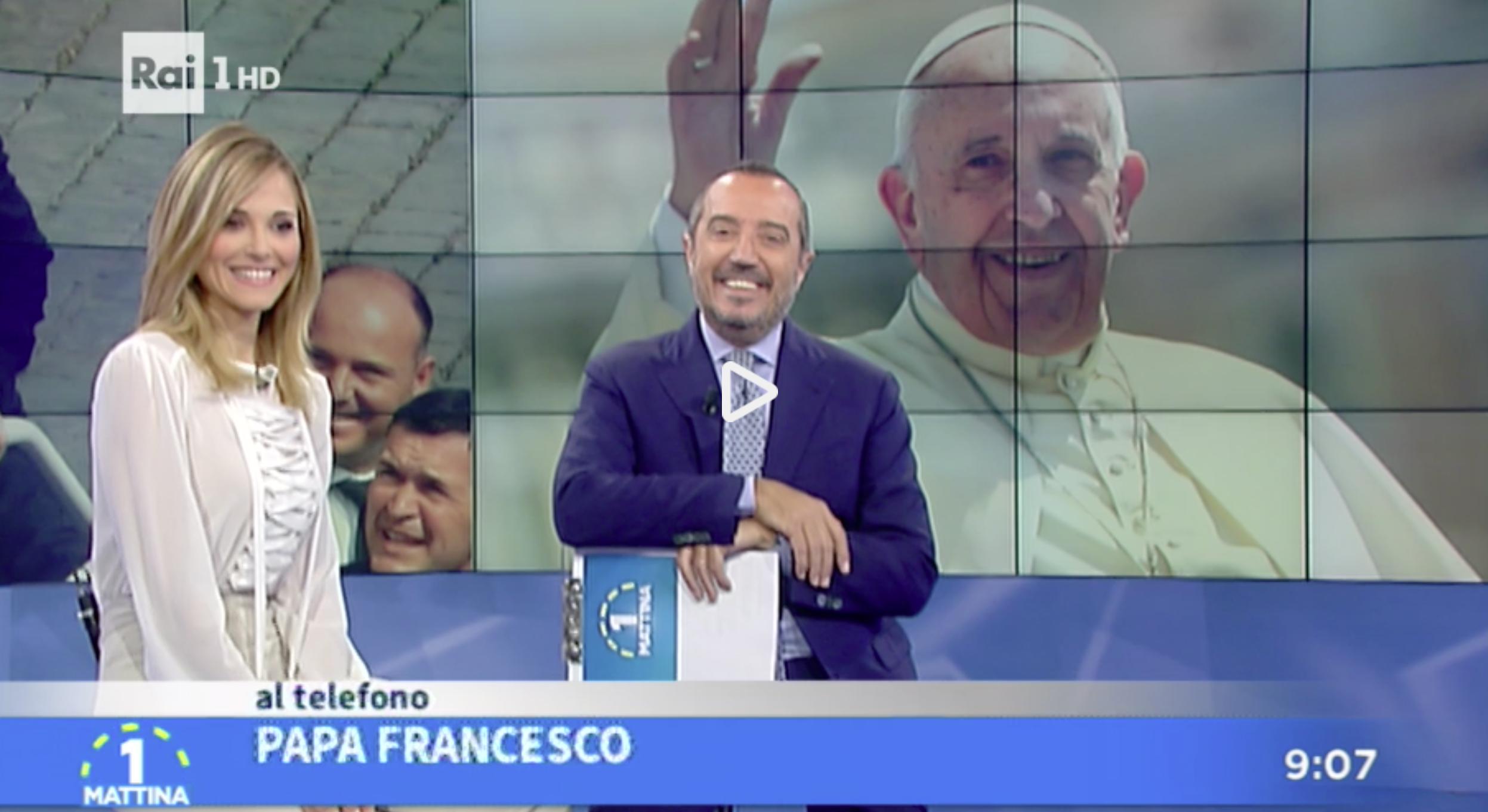 ©RAI1 - el Papa Francisco sorprende, llama a Tv italiana para desear la navidad
