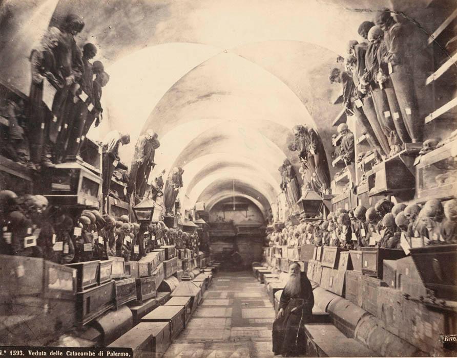 Los cuerpos de catacumbas de los Capuchinos de Palermo eran perfectamente embalsamados para poder preservarles debidamente en las catacumbas, y no bajo tierra.