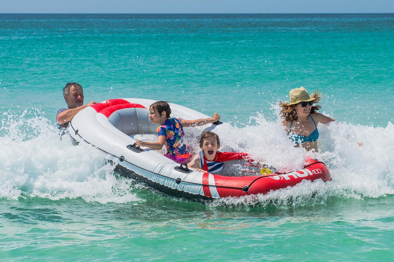 web-holidays-family-fun-boat-sea-matt-deavenport-cc