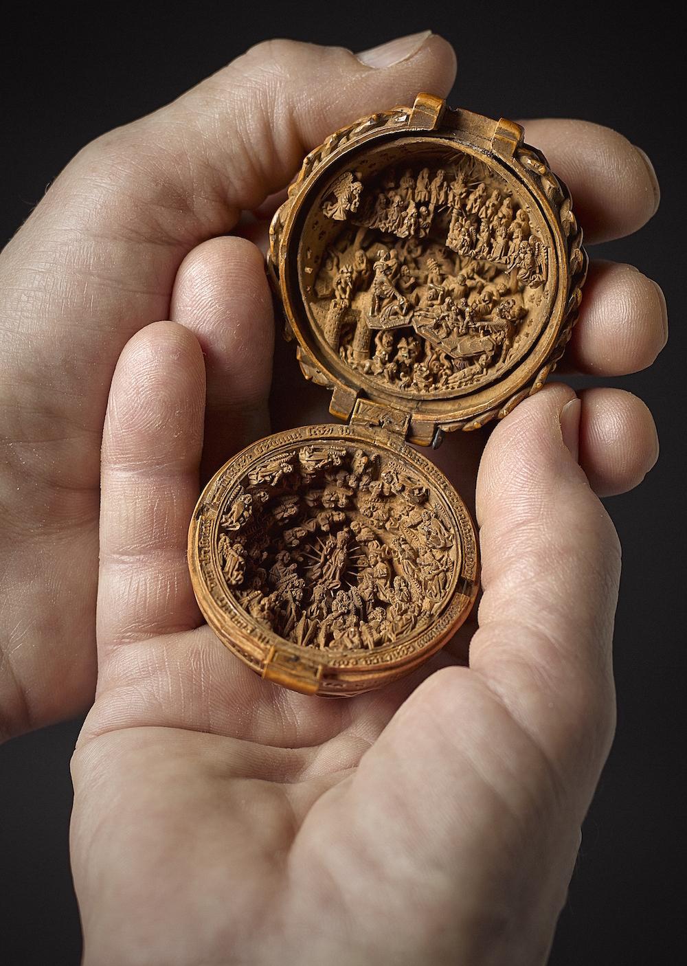 Sólo existen 135 de estas miniaturas, todas ellas hechas en madera de boj. Se supone que la producción se detuvo por causa de la influencia de la Reforma protestante en los Países Bajos, haciendo que muchos de estos objetos devocionales cayesen en desuso.