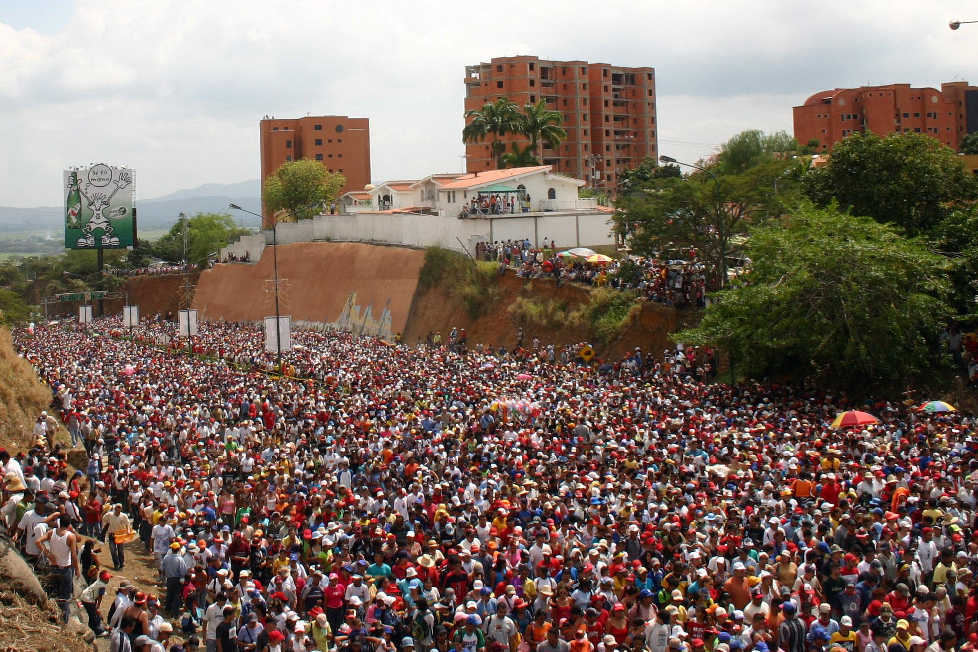 En el año 2010, por ejemplo, acudieron más de dos millones de personas: el doble de los habitantes de la ciudad de Barquisimeto. Sin embargo, eso no es nada si se compara con el número de peregrinos que acudieron en 2016: cuatro millones de devotos, procedentes de todo el país.