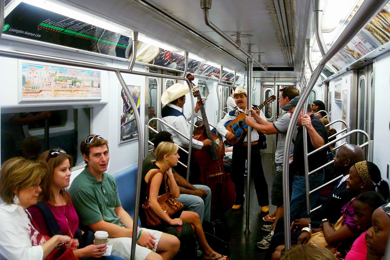 web-mexican-people-new-york-subway-ernesto-escamilla-cc