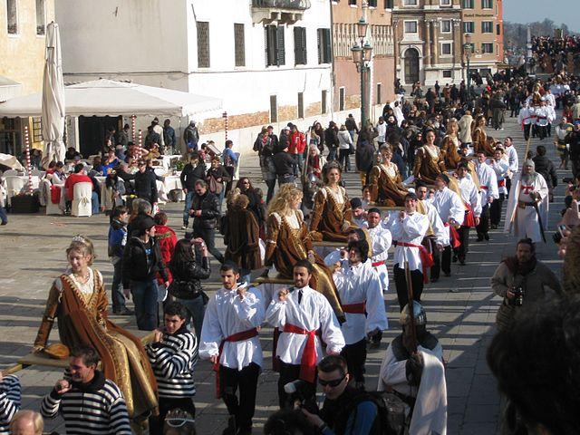 640px-carnevale_di_venezia_2011_-_festa_delle_marie