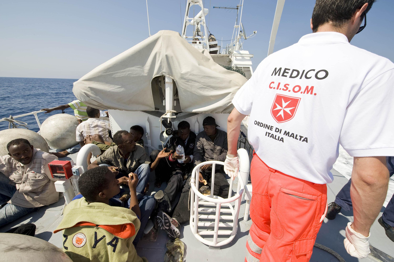 Lampedusa, 29 Giugno, 2008. Volontari del CISOM durante la loro attività nelle motovedette della Guardia Costiera. © Antonello Nusca / Order of Malta