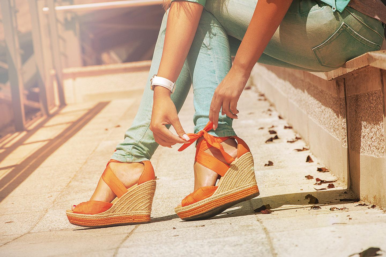 web-woman-feet-shoes-shutterstock_154823651-tanya-lipskaya-ai