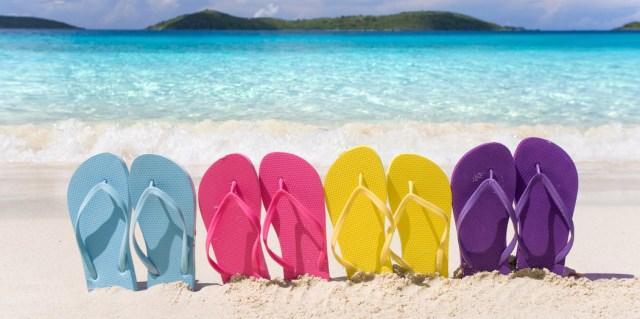 La chancla  Web3-flip-flop-beach-rainbow-summer-shutterstock_38738530-idreamphoto-ai