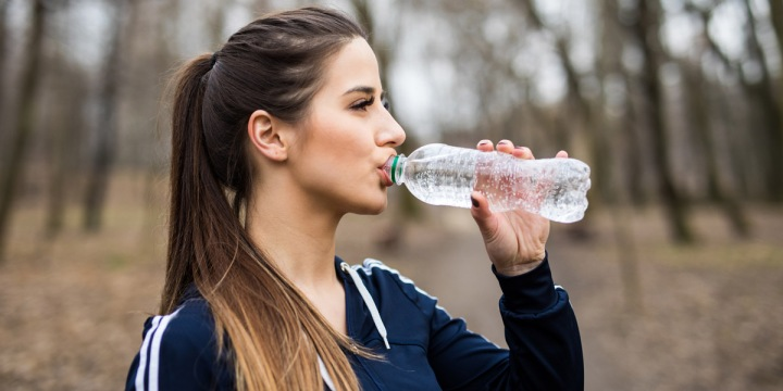 WOMAN,HIKING,WATER,BOTTLE