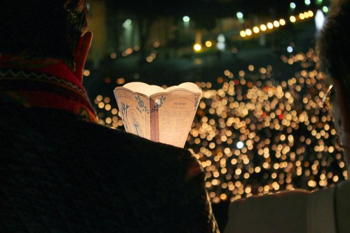 Procesja światła w Lourdes