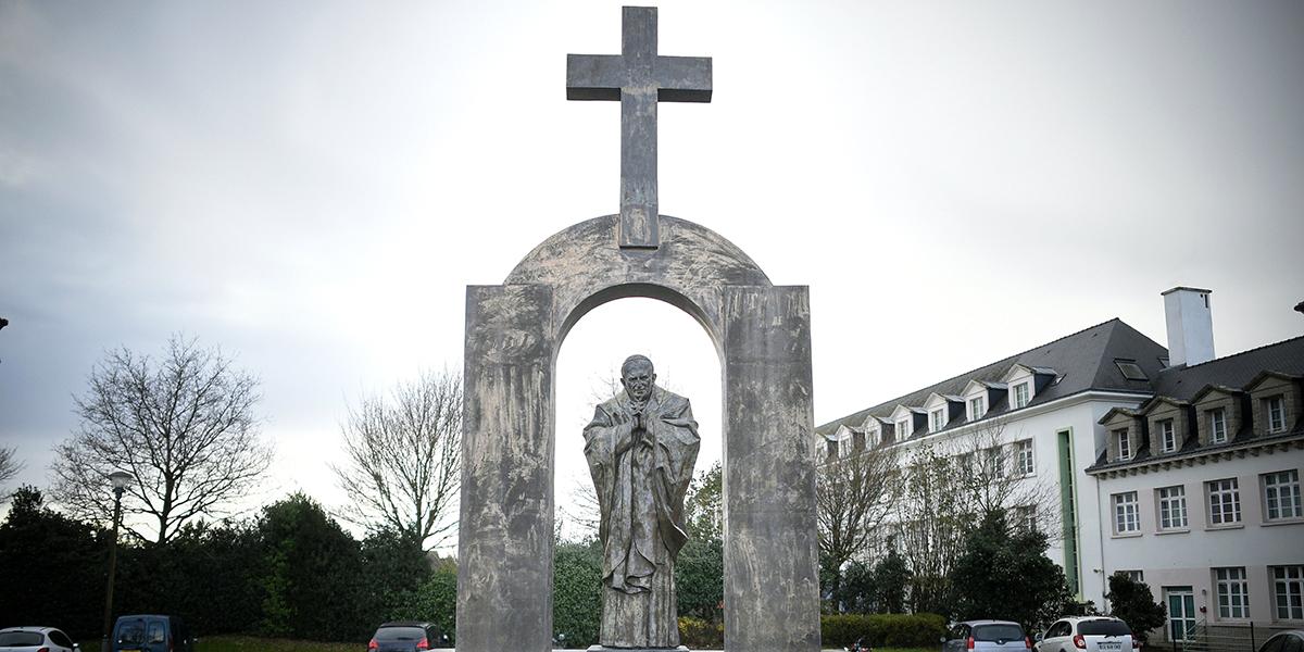 SAINT POPE JOHN PAUL,STATUE