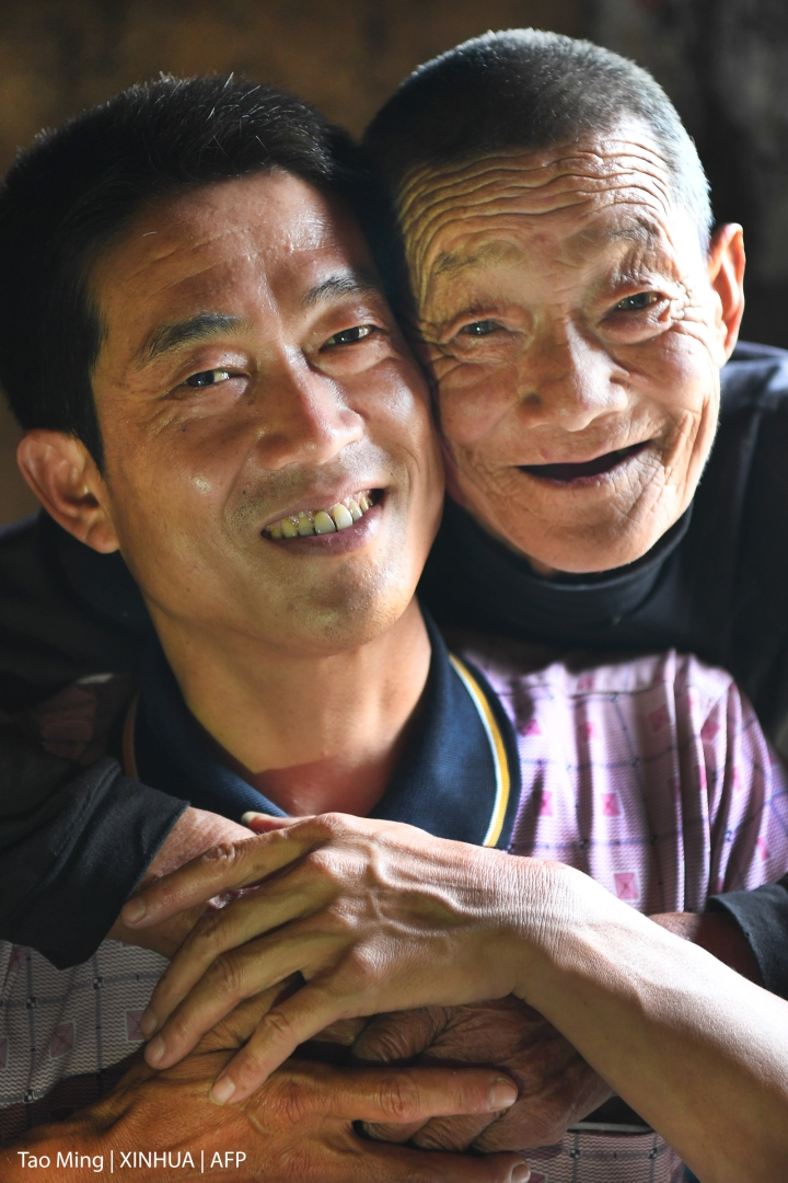 CHINA,FATHER,SON