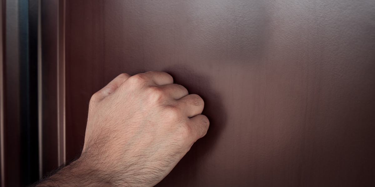 HAND,KNOCKING,DOOR
