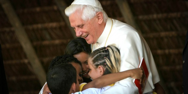 POPE BENEDICT WITH CHILDREN