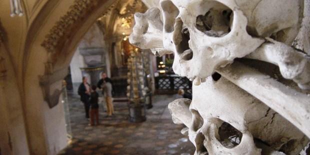 La capilla decorada con los huesos de más de 60 mil muertos
