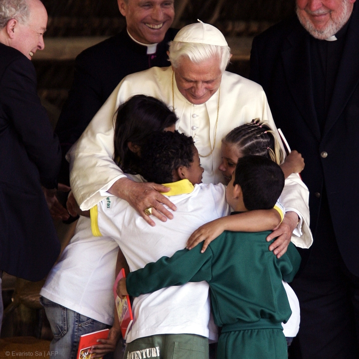 POPE BENEDICT XVI,CHILDREN