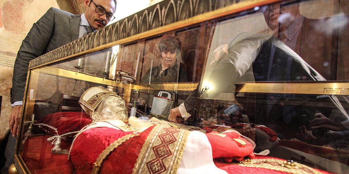 DRESSING OF POPE CELESTINE V