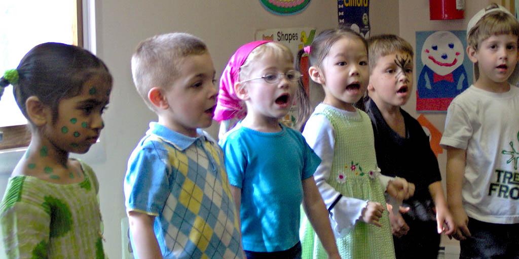 PRESCHOOL KIDS SINGING