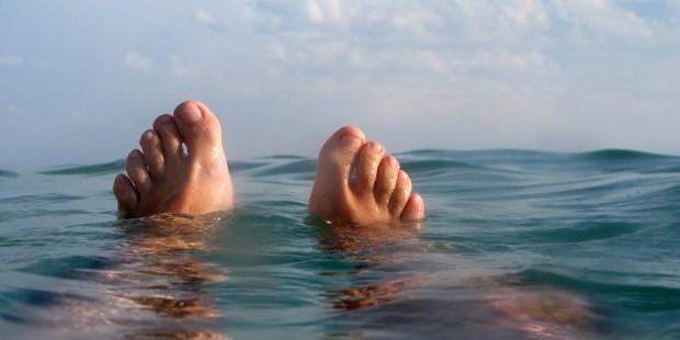 FEET,WATER.OCEAN