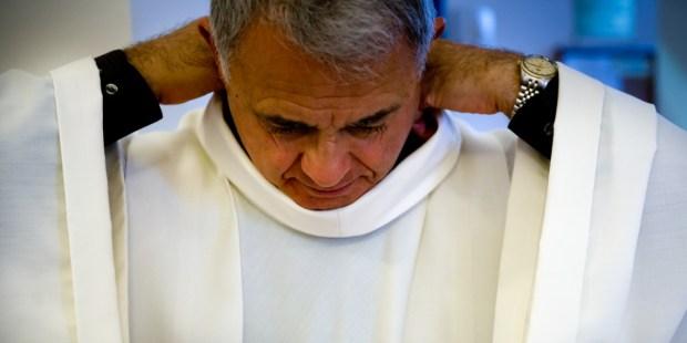 WHITE,PRIEST,ALB,VESTMENTS