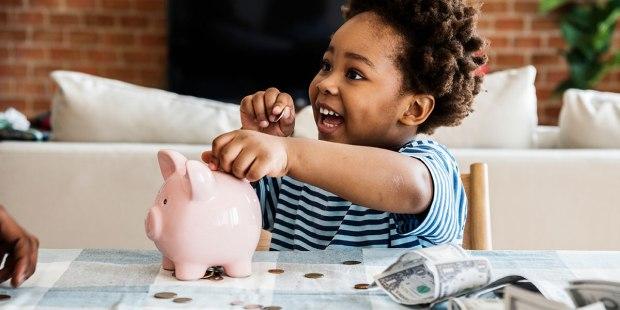 (GALERÍA) 12 formas de ayudar a los niños a tener una actitud saludable hacia las finanzas