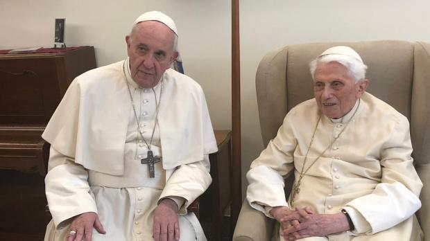Visita di Papa Francesco a Benedetto XVI