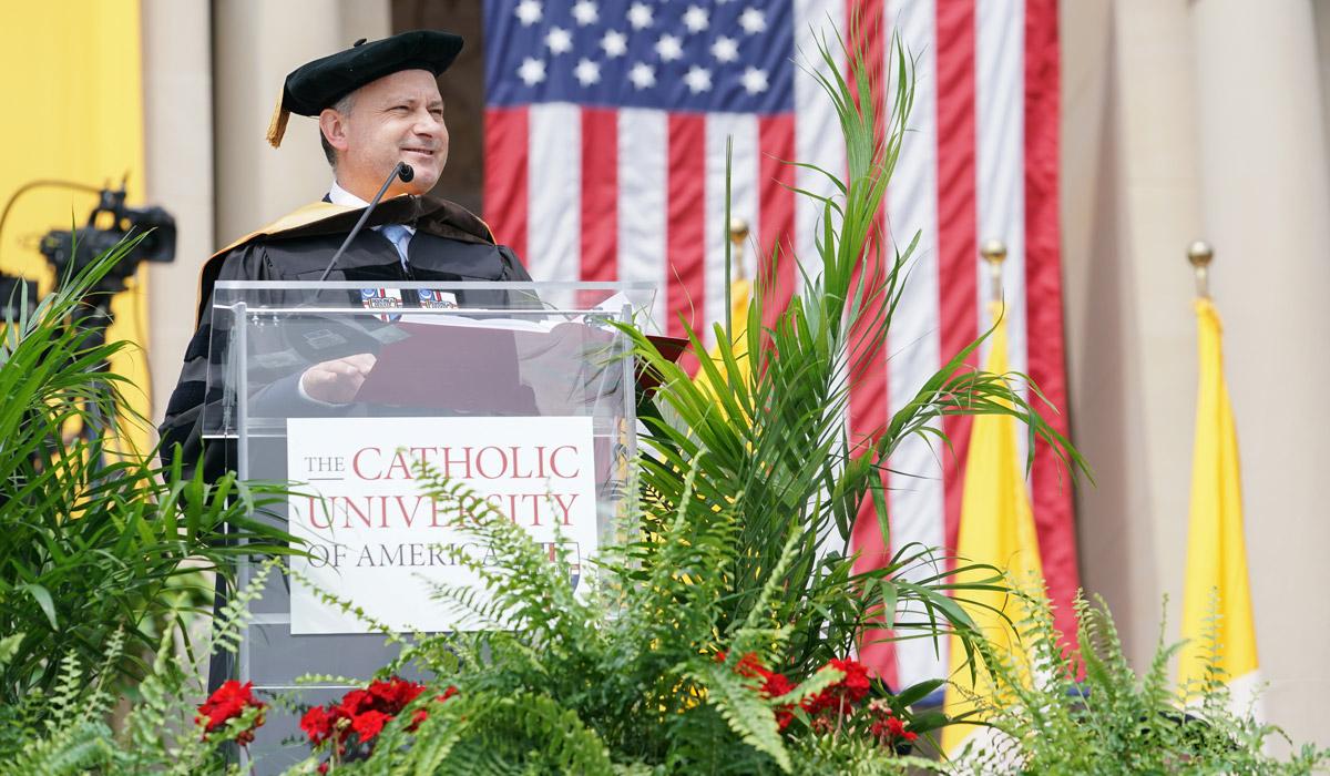Jesús Colina, en el discurso de graduación de la Universidad Católica de América