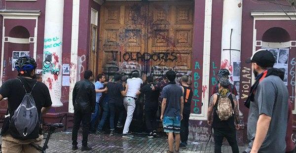 Todos los ataques contra iglesias Chile