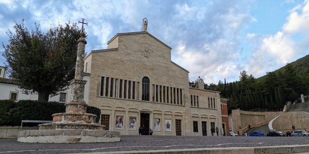 Iglesia nueva de santa Maria de las Gracias y santuario de Padre Pío en san Giovanni Rotondo