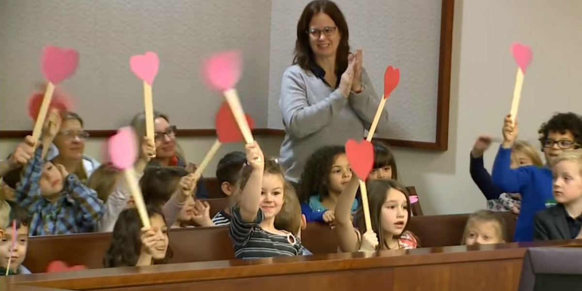 Elèves de maternelle au palais de justice