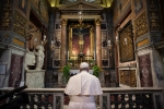 Pope prays christ