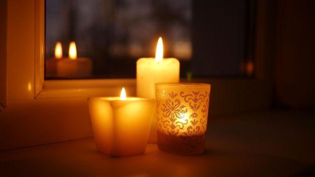 web2-candle-light-shutterstock_783210058.jpg
