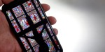 WEB2-SMARTPHONE-PRAY-godong-fr114423a.jpg