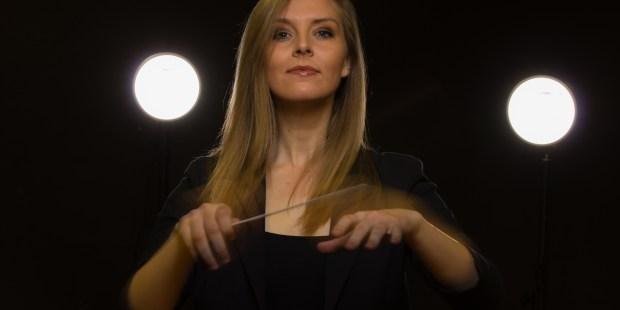 Woman ; Bandmaster ; Music ; Orchestra