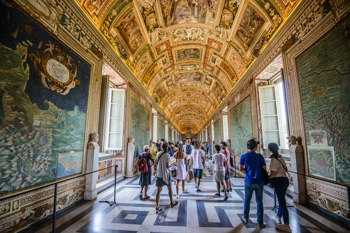 Getting lost among the enchanting Maps of the Vatican