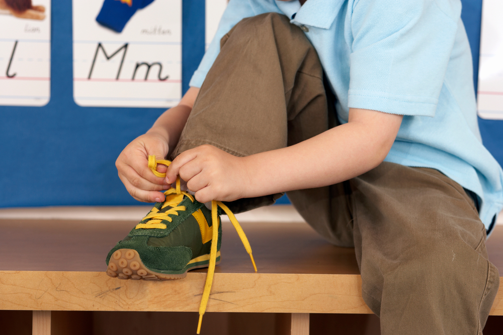 Child; laces; shoes; autonomy