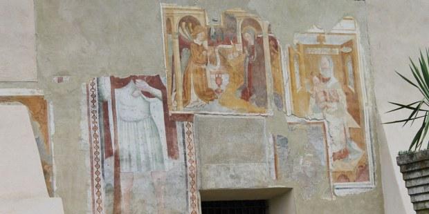 El infierno y el paraíso de Dante Alighieri proyectada en una capilla italiana