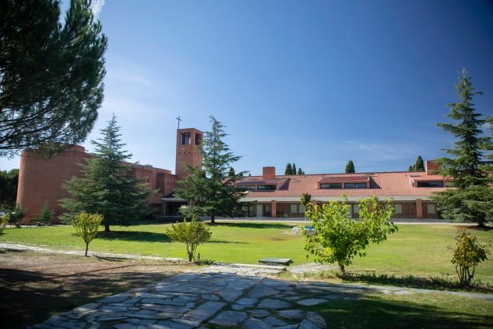 """Casa de ejercicios espirtuales """"Cristo Rey"""", en Pozuelo de Alarcón, cerca de Madrid"""