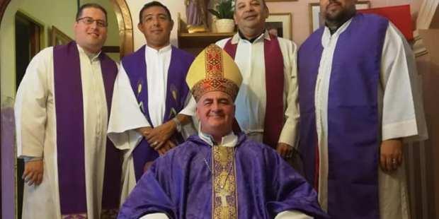 falsos sacerdotes Ecuador