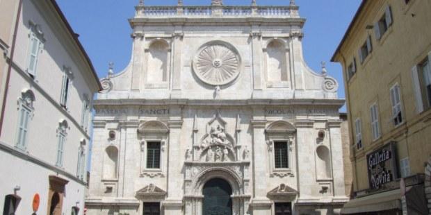 Aquí se encuentra los restos de san Nicolás de Tolentino (Italia)