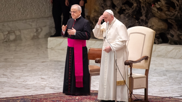 Pope Francis - sign of the cross - audience