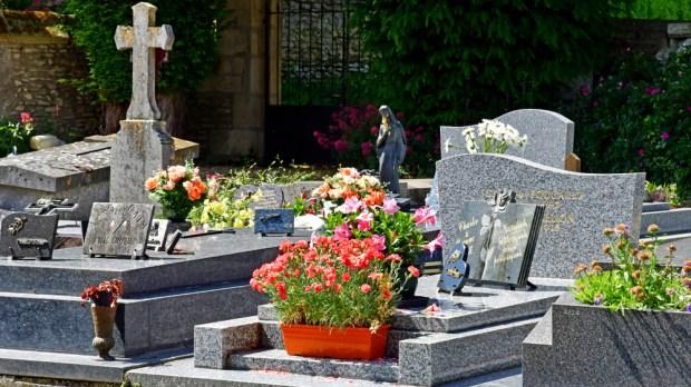cimetière en France, tombes